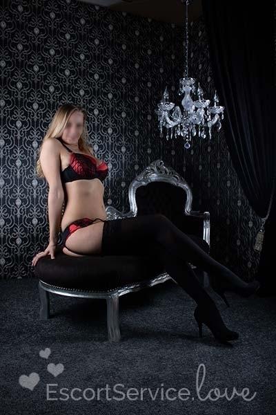 sexy blonde escort moniek