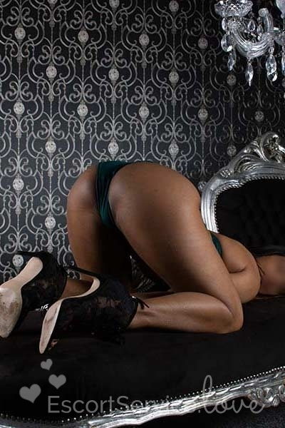 Donkere escort dame ruby